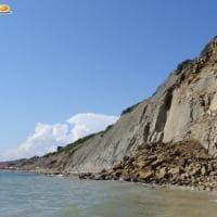 Agrigento, crolla una falesia in spiaggia: nessun ferito