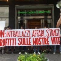 Palermo: protesta dei centri sociali davanti al negozio Benetton