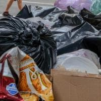 Palermo, gli impedisce di gettare i rifiuti fuori orario: lo picchia