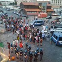 Diciotti, a Catania alta tensione al porto: i manifestanti entrano nella