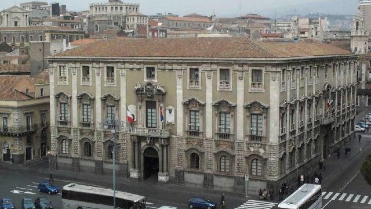 Catania cadono calcinacci chiusi due cavalcavia sulla for Ufficio decoro urbano messina