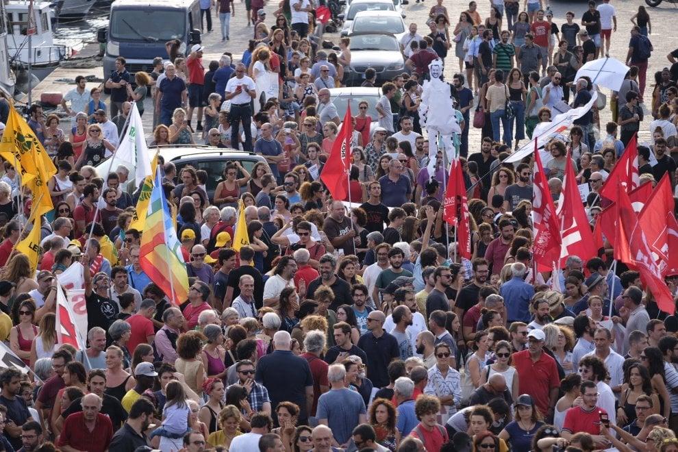Diciotti, in centinaia al sit-in di Catania