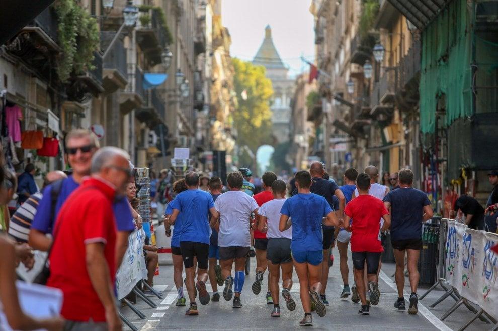 Palermo, folla sul Cassaro per il Palio di Santa Rosalia