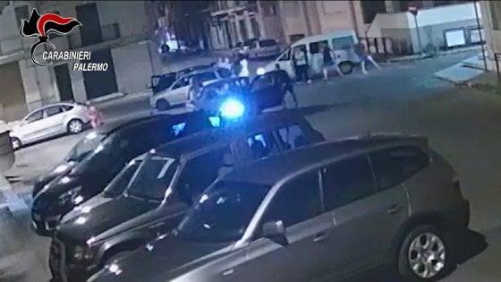 """L'aggressione xenofoba a Ferragosto: sette arresti. Pistola in pugno contro i neri al grido """"Vi ammazziamo  tutti"""""""