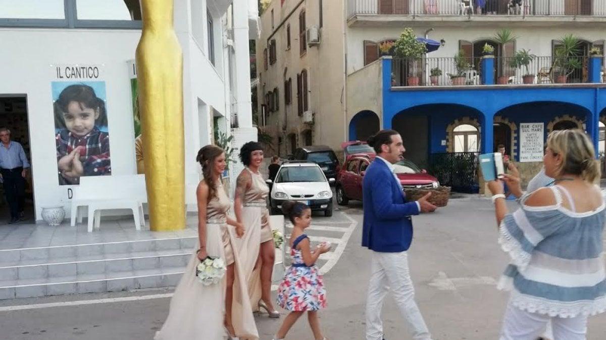 Matrimonio Unione Civile Differenza : Messina unione civile tra due donne sulla spiaggia di