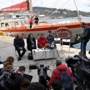 Migranti, dissequestrati i telefoni dell'equipaggio della Open Arms