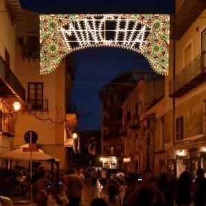 """Palermo, la luminaria """"Minchia"""" fa discutere"""