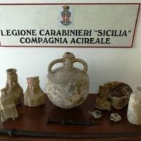 Trovate in una casa a Catania sculture di 2.500 anni fa e sciabole ottocentesche