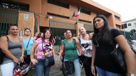 Palermo, sporcizia a scuola: protestano le mamme