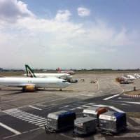 Spray e coltello sull'aereo: denunciato a Catania