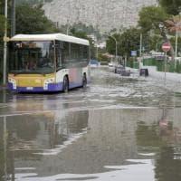 Palermo, disagi per la pioggia: auto impantanate, interventi dei vigili