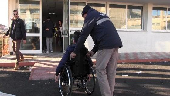 """Scuola negata ai disabili, scoppia la protesta: """"Sospendete le lezioni per tutti"""""""