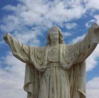 Agrigento, mozzate mani e volto sfigurato a statua Gesù Cristo