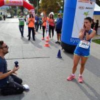 Palermo, mezza maratona con sorpresa: anello di matrimonio sul traguardo per la vincitrice