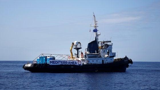"""Migranti, la nave """"Mare Jonio"""" a Palermo"""