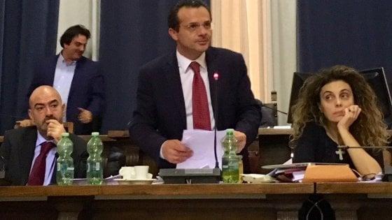 Messina, De Luca incassa il sì del Consiglio e rinuncia a dimettersi da sindaco
