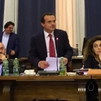 Messina, De Luca incassa il sì del Consiglio e rinuncia a dimettersi da