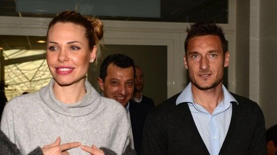 Si appropriò di foto non autorizzate di Totti e Ilary: a processo un sub di Trapani