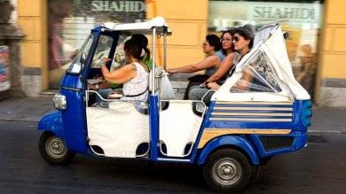 Rep  :   Gli abusivi del turismo a Palermo  la legge non aiuta, boom di b&b e tax i