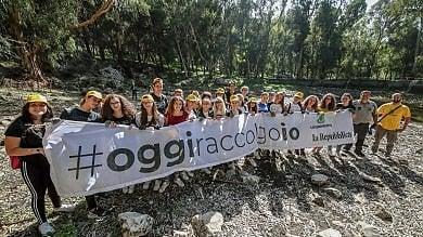 #oggiraccolgoio, così duecento studenti  hanno pulito Monte Pellegrino Video   1   -   2