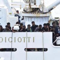 Diciotti, nessun reato a Lampedusa ma i pm valutano cosa accadde a Catania.