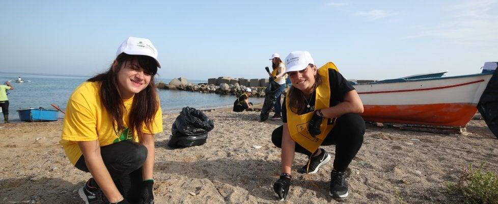 #oggiraccolgoio: in cento alla Bandita per salvare la spiaggia di Palermo da rifiuti e plastica