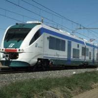 Raccoglie lumache sui binari: travolto dal treno nell'Ennese