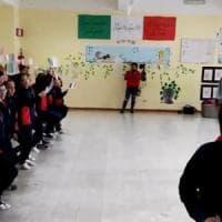 Marines a scuola a Catania, i bambini cantano l'inno: scoppia la polemica