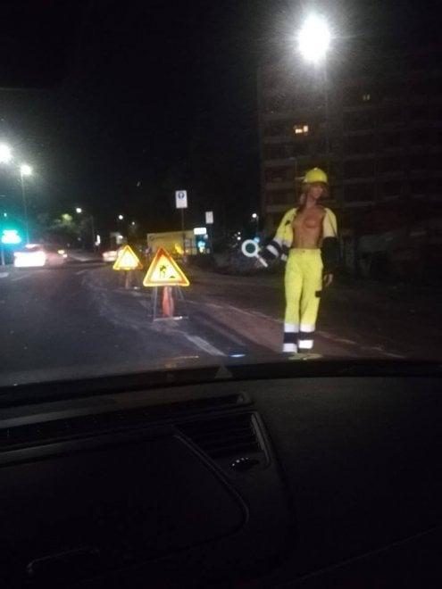 Catania, a seno nudo per segnalare i lavori sulla circonvallazione