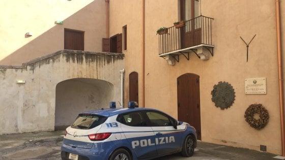 """Tragedia di Casteldaccia, il sindaco: """"Ordine di demolizione per quella villetta"""". La polizia in Comune"""