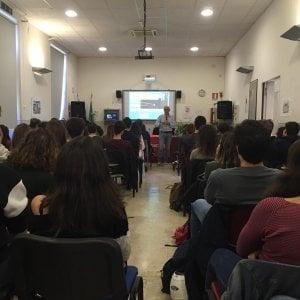 """Zanichelli e """"La scienza a scuola"""", venti incontri nelle scuole superiori di Palermo e provincia"""