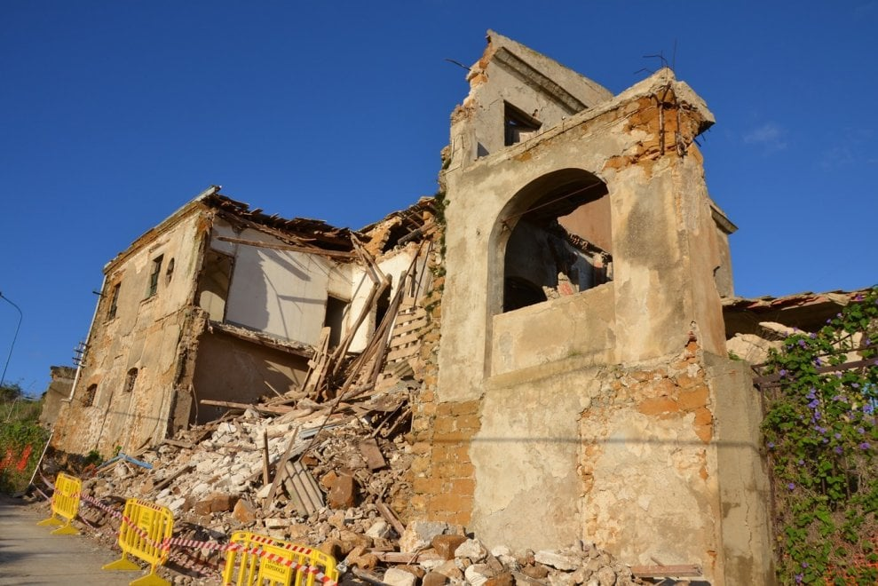 Maltempo agrigento crolla la casa di camilleri doveva for Ospitare in casa