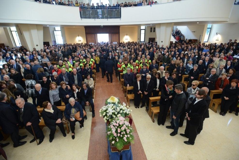 Palermo, chiesa gremita per i funerali del pediatra morto nel nubifragio