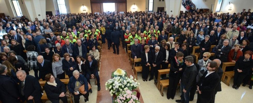 Palermo, silenzio e commozione ai funerali del medico ucciso dal fango