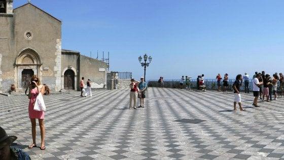 Licenziamenti nel turismo nella zona di Taormina: ressa al centro per l'impiego