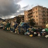 Messina sepolta dai rifiuti, le immagini dell'emergenza