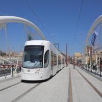 Palermo, assalto al tram con le pietre: rallentamenti sulla linea 1