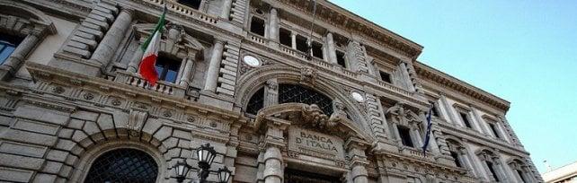 Bankitalia, crescono gli investimenti ma la disoccupazione resta al 22 per cento
