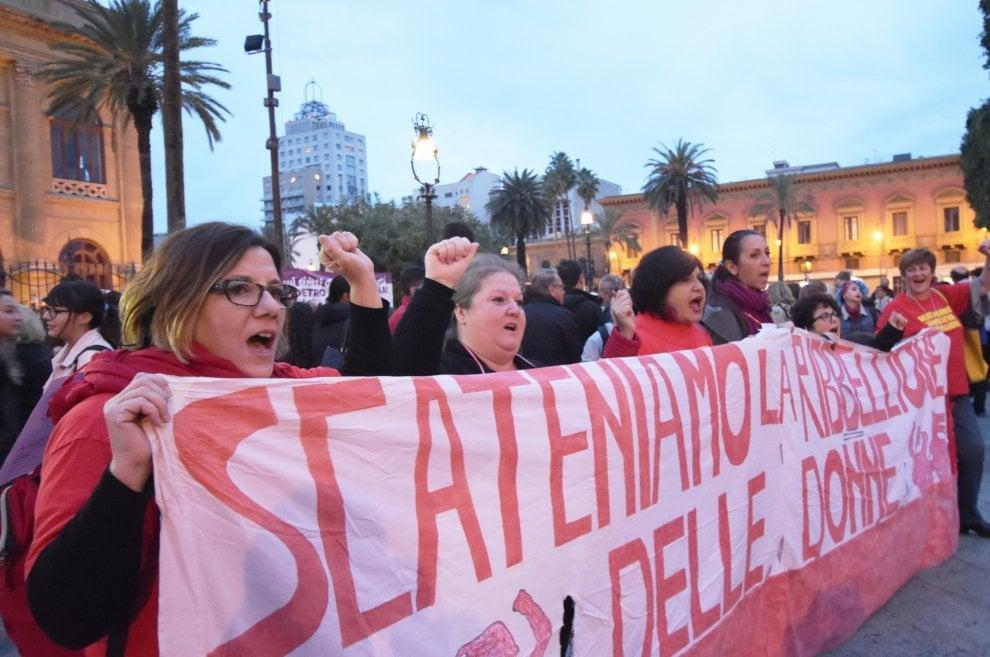 Palermo, in mille al corteo contro la violenza sulle donne