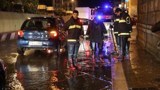 Maltempo a Palermo, crolla il controsoffitto di un'aula del Regina Margherita: nessun ferito