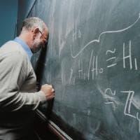 Prof rimprovera un alunno: Gela, il padre evade dai domiciliari per picchiarlo