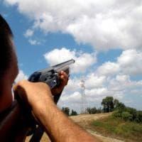 Siracusa, caccia sparando dal balcone di casa: denunciato