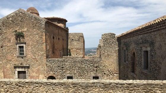 Il Comune non paga un debito da 3.962 euro: nel Messinese pignoramento per un monastero