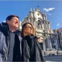 Gianni Morandi, compleanno con foto ricordo a Catania