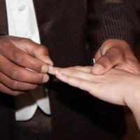 Mazara, matrimoni di comodo per i migranti: undici denunce