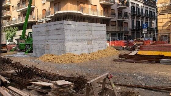 Palermo cos quel blocco di cemento in strada il rebus sul cantiere di via roma - Spostamento cavi telecom dalla facciata di casa ...
