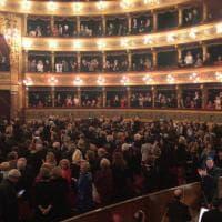 Palermo, cinque minuti di applausi per Mattarella alla prima del Massimo