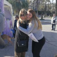 Palermo, abbracci gratis in piazza Castelnuovo