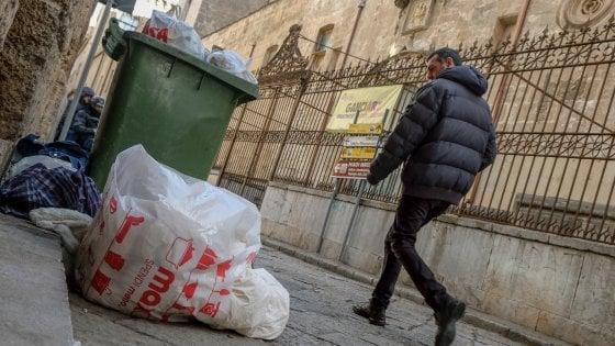 Sicilia, la raccolta differenziata è al palo: la Regione si affida alle parrocchie
