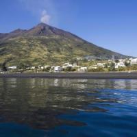 Dopo l'Etna lapilli dallo Stromboli: il livello di allerta passa a giallo